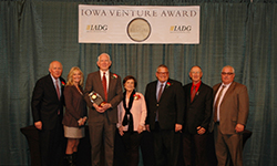 "Iowa Fertilizer Company ""Outstanding Business of the Year"" Venture Award photo"